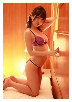 Hot & Naughty Asian Escort in Canary Wharf East London